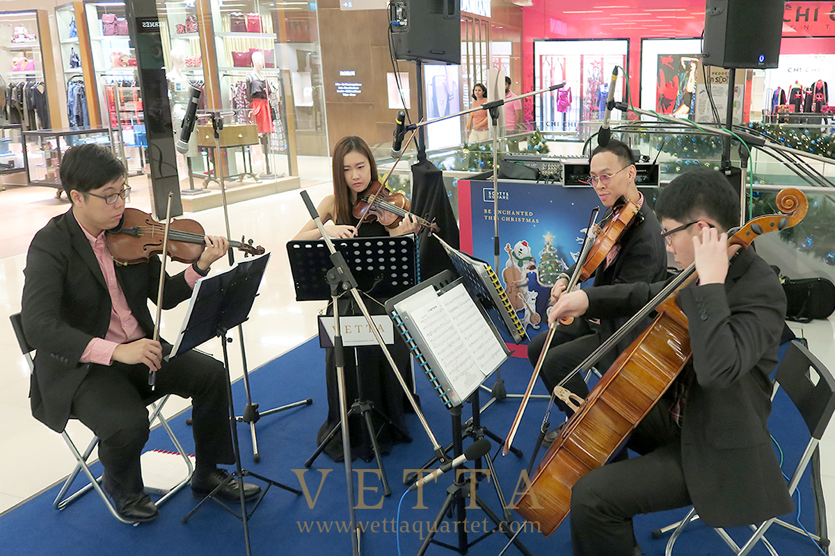 VETTA Christmas public performance at Scotts Square Atrium